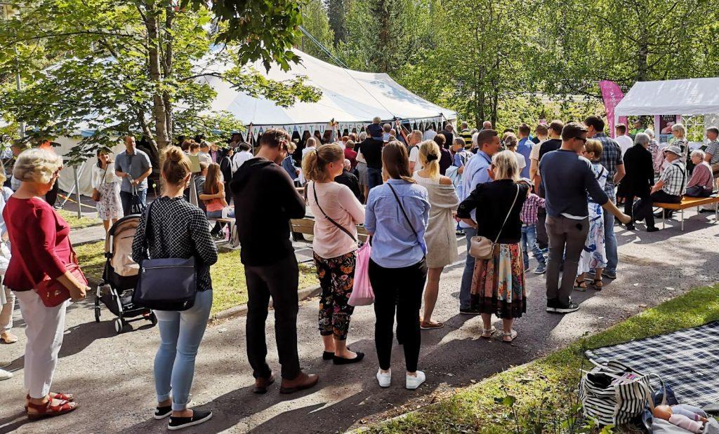 Jono ehtoolliselle Hengellisillä syventymispäivillä elokuussa 2019.