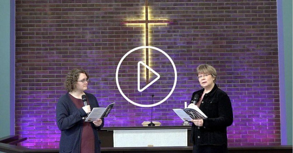 Merja Rantala ja Marja-Kaarina Marttila Raamattuopiston kirkkosalissa